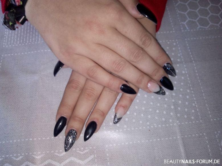 schwarze stiletto n gel mit silberglitzer nageldesign. Black Bedroom Furniture Sets. Home Design Ideas