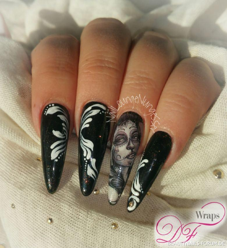 Schwarzes Fullcover Mit Wrap-Design / Stiletto Nageldesign