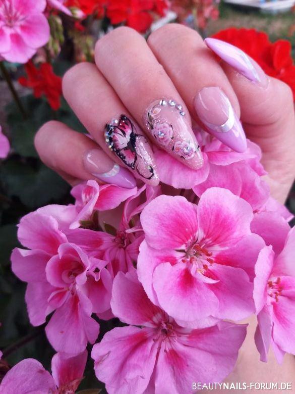 Sommer Nägel mit Schmetterlingsdesign Nageldesign