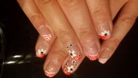 Sommerliches Frenchnageldesign in Neon pink mit Blümche Nageldesign