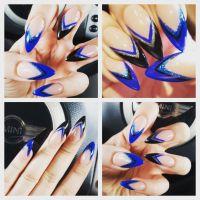 Spitze Nails mit blau-schwarzem French Nageldesign