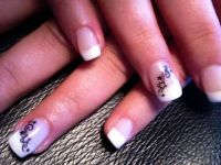 Tips mit Stern-Ornament-Sticker Nageldesign