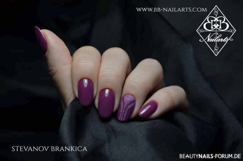 Trendfarbe Violett In Klassischem Nageldesign Nageldesign