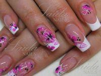 weiß/pink Blüten Nageldesign