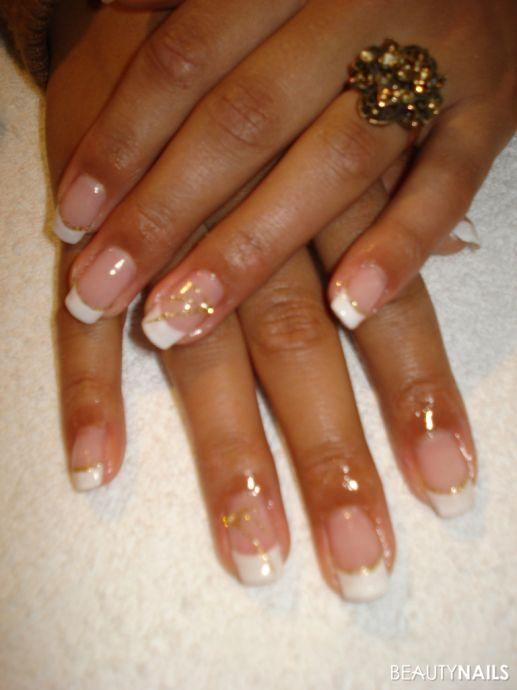 weisse frenchnails mit gold glitzer nageldesign. Black Bedroom Furniture Sets. Home Design Ideas