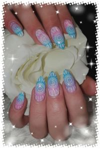 Zweifarbiges Stamping Motiv Ornament Nageldesign