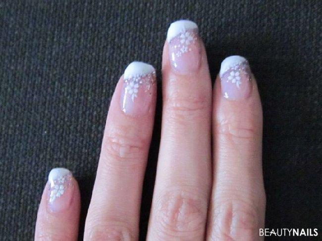 bunter Glitter mit weißen Spitzen + Blümchen Naturnägel