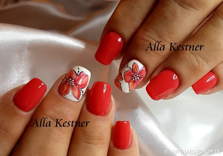 Nageldesign in Rot mit Blumen