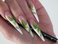 Stiletto Nails grün / weiss Stilettos