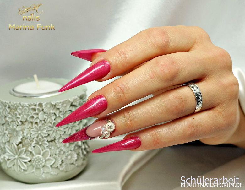 Stiletto Nails in pink mit Verzierung