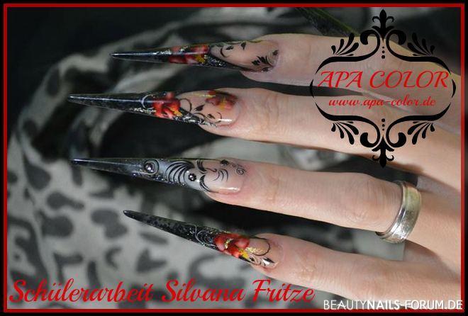 Stilettos mit Acryl und Glasfarbe, Blumen und Schnörkel Stilettos