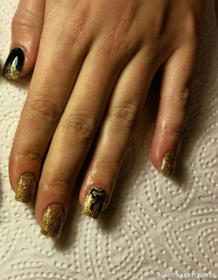Acrylmodellage Gold mit Schleifendesign Winter & Weihnachten