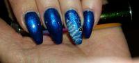 Blaues Winterdesign mit Schneetanne Winter & Weihnachten