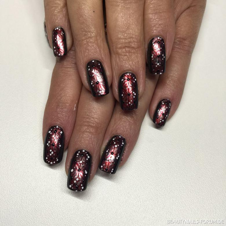 Rote Nagel Mit Nageldesign