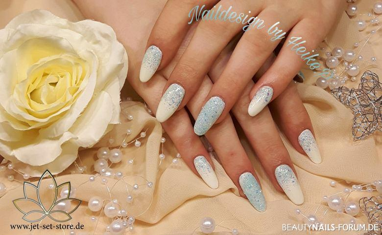 Ein Hauch von Winter - glitzernde Nailart Winter & Weihnachten silber weiss - One Stroke White X-Power Speed Mixglitter Pastell Blau IQ High Nailart