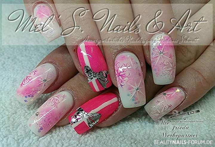 Schneeflocken in weiß mit pink