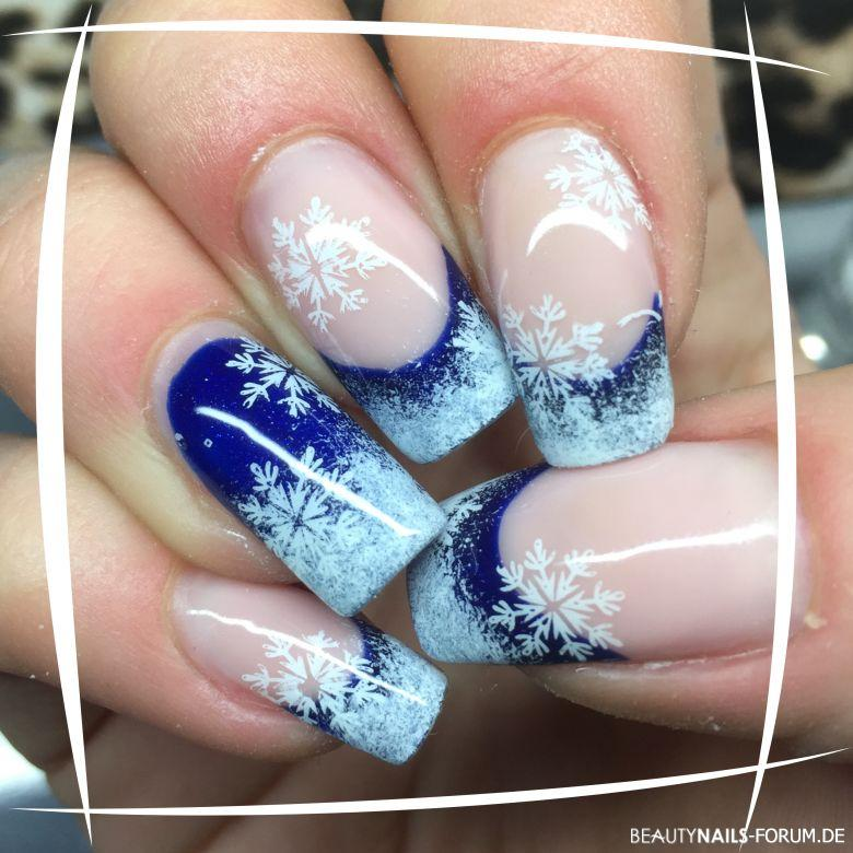 "Weihnachtsnägel in blau/weiß Winter & Weihnachten - French und Fc von nails Factory selection line ""Storm on Nailart"