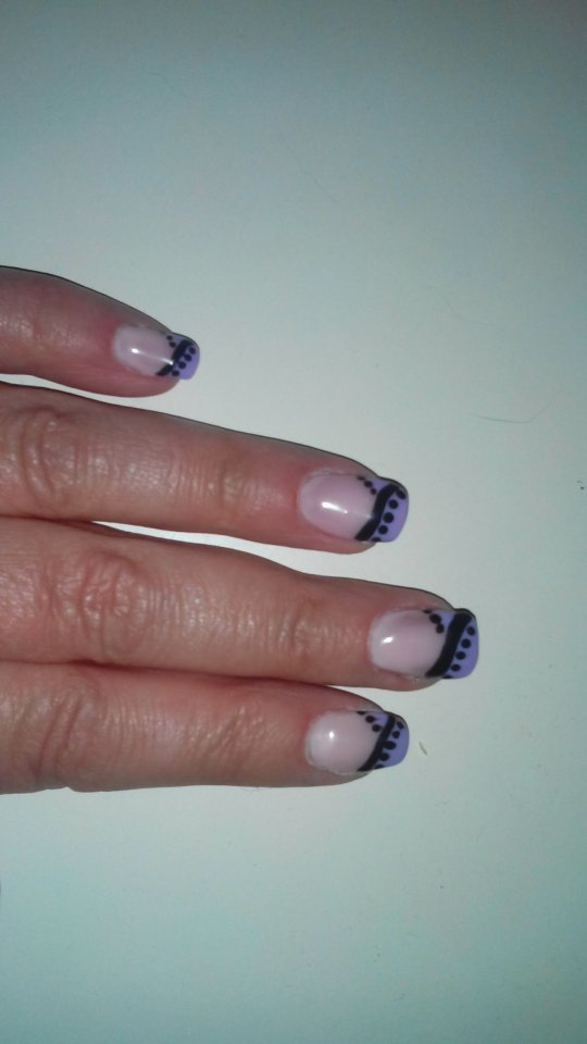 Oben Sqare mit lila French in Anfänger Nageldesign
