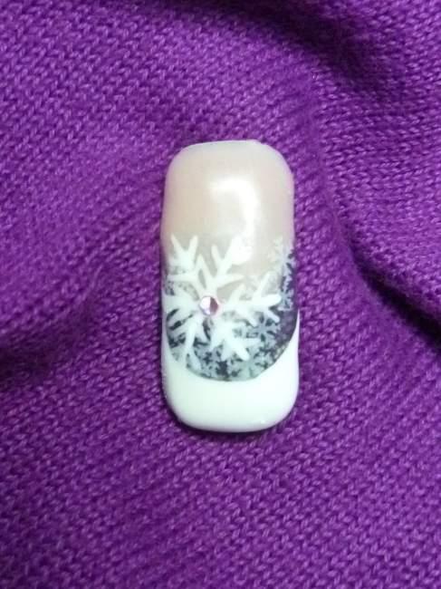 bild winterflocken mit lila french nageldesign modellage anleitungen. Black Bedroom Furniture Sets. Home Design Ideas