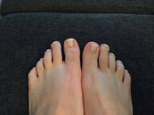 French Pedicure mit Gel Zehnagelmodellage mit French bei Männern in Pediküre